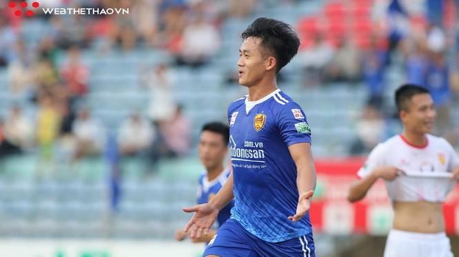 Hà Minh Tuấn đã được bầu là cầu thủ xuất sắc nhất trận đấu (ảnh VietTimes)