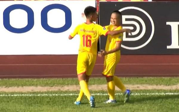 Sỹ Minh là chân sút phạt tốt nhất V.League 2018 (ảnh Hội CĐV Nam Định)