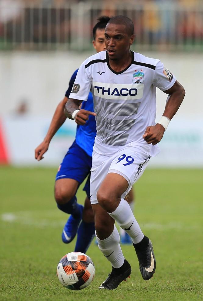 Thay vì củng cố hàng hậu vệ, HAGL mua tiền đạo Felipe Martins (Medan). Ảnh VPF