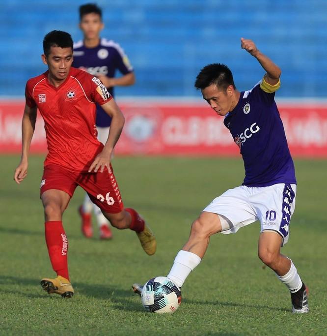 Màn nhảy múa cùng trái bóng trên sân cỏ sau chấn thương của Văn Quyết đã truyền cảm hứng cho đồng đội. Ảnh VPF
