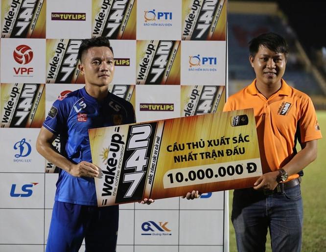 Cú đúp bàn thắng trong chiến thắng 3-1 của Quảng Nam đã giúp Đinh Thanh Trung trở thành cầu thủ xuất sắc nhất trận đấu. Anh VPF