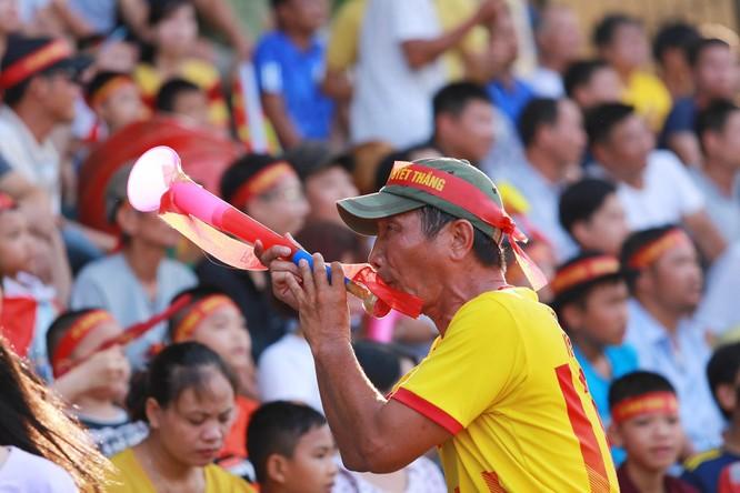 Liệu khán giả thành Nam có tiếp tục được ăn mừng như thế này không? Ảnh Hội CĐV Nam Định.