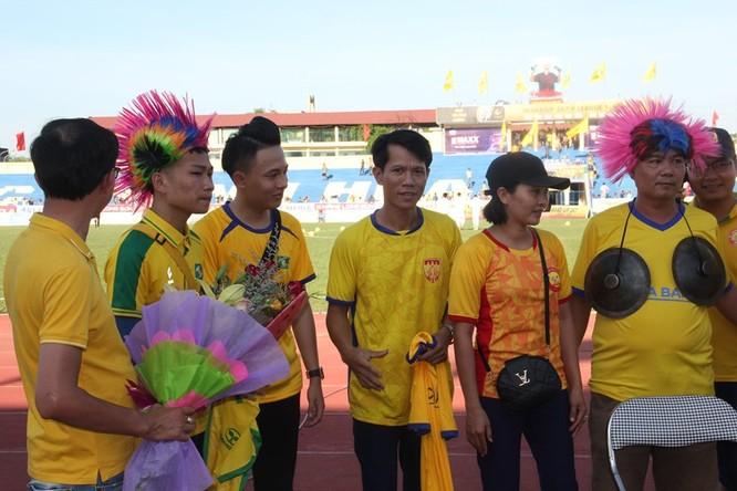 Cổ động viên xứ Thanh muốn có 3 điểm trước chủ nhà Nam Định để khẳng định Thanh Hóa đã trở lại đường đua. Ảnh CĐV Thanh Hóa.