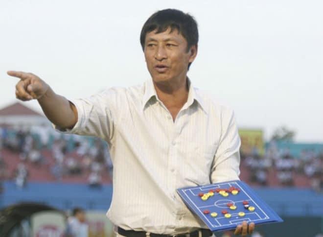 """Tuần """"trăng mật"""" của HLV Vũ Quang Bảo với đội bóng xứ Thanh đã sớm chấm dứt, sau 2 trận thắng thì ông thầy xứ Nghệ đã phải nhận trận thua tối tăm mặt mũi. Ảnh VietTimes"""
