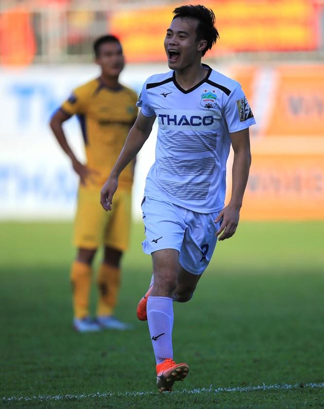 Văn Toàn có 1 bàn thắng và 1 pha kiến tạo trong chiến thắng 3-2 của HAGL. Ảnh VPF