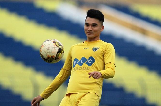 Trung vệ trẻ Văn Đại chưa có nhiều kinh nghiệm đá V.League. Ảnh CĐV Thanh Hóa.