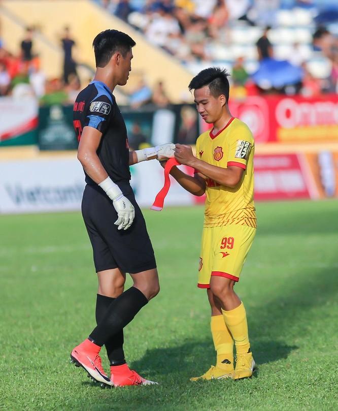 Chủ nhà Nam Định đang kiếm được 10 điểm sau 5 trận để vươn lên vị trí thứ 6 và trở thành đội có phong độ lượt về tốt nhất V.League 2019. Ảnh VPF