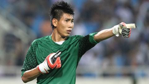 Thủ môn Tuấn Mạnh (S.Khánh Hòa) đã làm nản lòng các chân sút của đội chủ nhà TP.HCM. Ảnh VPF