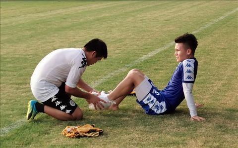 Quang Hải vừa bị chấn thương trong luyện tập do quá tải. Ảnh VPF.