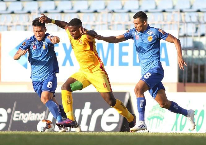 Mới đến vòng 19 thì Rimario đã bị treo giò tổng cộng 5 trận ở V.League. Ảnh VPF.