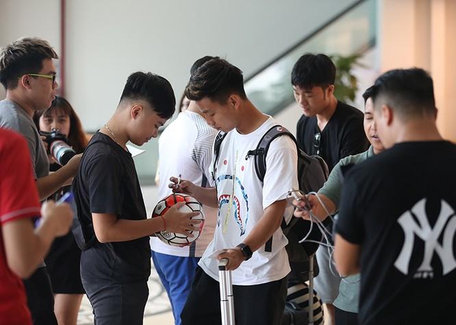 Các cầu thủ trong nước đã tập trung đội tuyển vào chiều 26/8. Ảnh VNN.