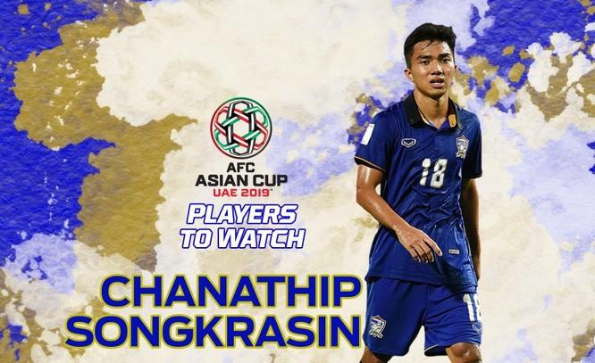 Trong đội tuyển Thái Lan thì tiền vệ cánh trái 21 tuổi Supachok Sarachat (Buriram United) chính là cầu thủ ít tuổi nhất. Ảnh FAT