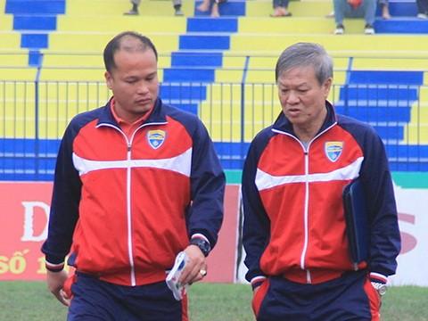 Hoàng Thanh Tùng từng làm trợ lý cho HLV Lê Thụy Hải. Ảnh VPF.