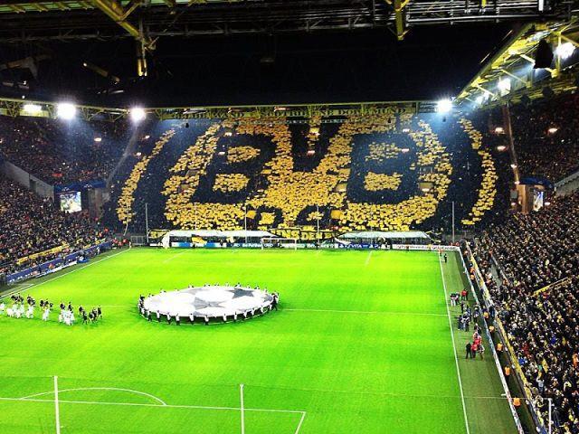 Pháo đài Signa Iduna Park của Dortmund được mệnh danh là
