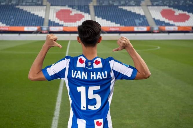 Áo thi đấu chính hãng của Văn Hậu 83 euro, tiền công vận chuyển cho địa chỉ Hà Nội, TP.HCM là 57,5 euro, tổng cộng là 140,5 euro khoảng 3,6 triệu đồng. Ảnh CLB.