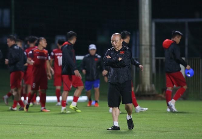 Chấn thương đã khiến Nguyên Mạnh phải chia tay đội tuyển. Ảnh SLFC.