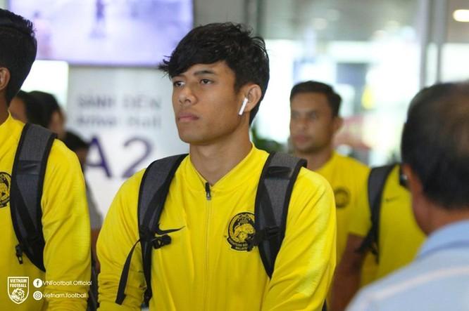 Ông Tan đã thay đổi khá nhiều số áo của cầu thủ Malaysia. Ảnh VF
