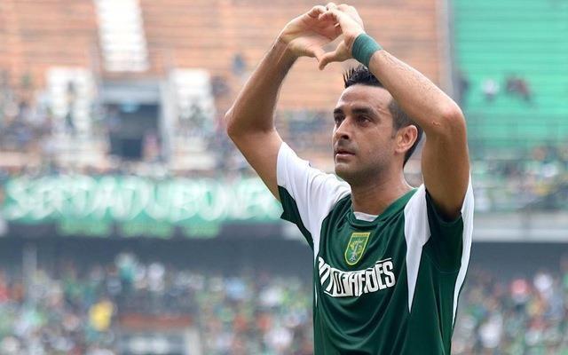 Trung vệ Dutra, 34 tuổi người Brazil có chiều cao 1,88m rất giỏi không chiến. Ảnh AFC