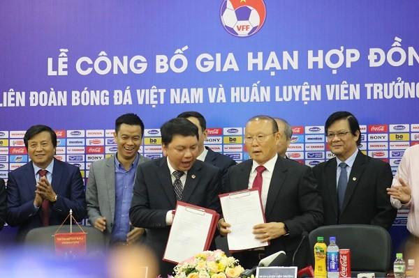 """""""Tôi yêu bóng đá Việt Nam, đó là tình yêu chân thành"""" - ông Park bày tỏ ảnh 1"""