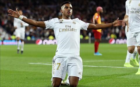 Rodrygo mới có lần đá chính thứ 4 sau khi chuyển sang Real với giá 45 triệu euro từ Santos hè này. Nhưng thần đồng bóng đá Brazil đã có 5 bàn thắng