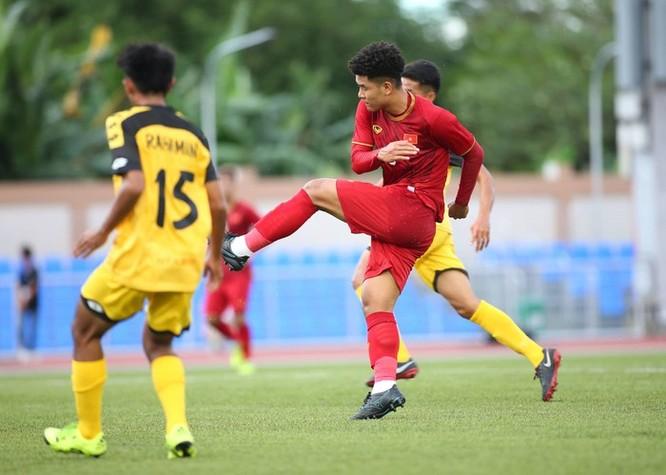 Đức Chinh có 4 bàn thắng trong ngay ra quân. Ảnh VFF