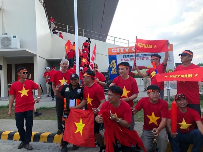 1.500 khán giả Việt Nam đã có mặt cổ động cho U22 Việt Nam. Ảnh VFF