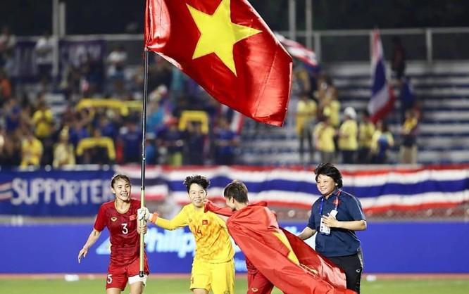 Người ta hy vọng vận đỏ của bóng đá nữ sẽ được truyền sang U22 Việt Nam. Ảnh VFF