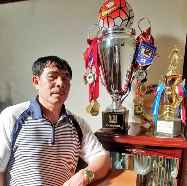 HLV Đinh Văn Dũng sinh năm 1959 tại TP. Thanh Hóa là người có bộ sưu tầm huy chương các giải trẻ nhiều nhất SLNA. Ảnh AT
