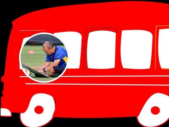 Việc chỉ có 2 trận hòa bằng chiếc thuật đặt xe bus màu đỏ trước khung thành, giờ đây ông Park mất quyền tự quyết. Ảnh AT.