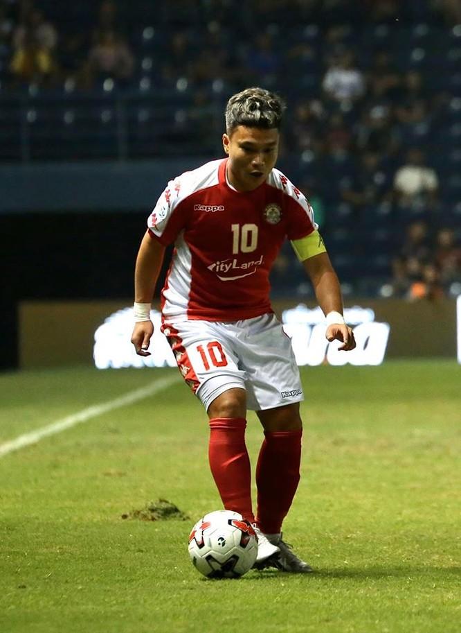 Phi Sơn đeo băng đội trưởng TP.HCM mùa giải này.