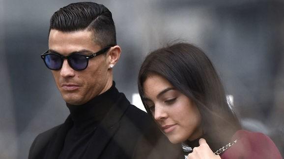 Ngoài đời, Ronaldo kiếm tiền và chịu chơi như thế nào? ảnh 2