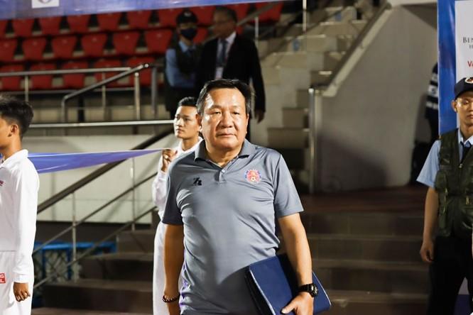 Hoàng Văn Phúc là nhà cầm quân đầu tiên rời V.League 2020. Ảnh SGFC