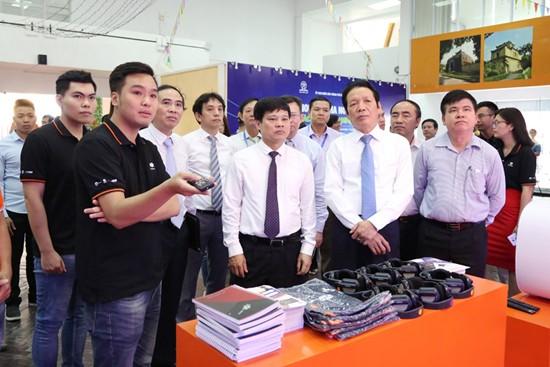Thứ trưởng Bộ TT&TT Hoàng Vĩnh Bảo dự khai mạc Hội sách Hà Nội lần thứ V- 2018 ảnh 1