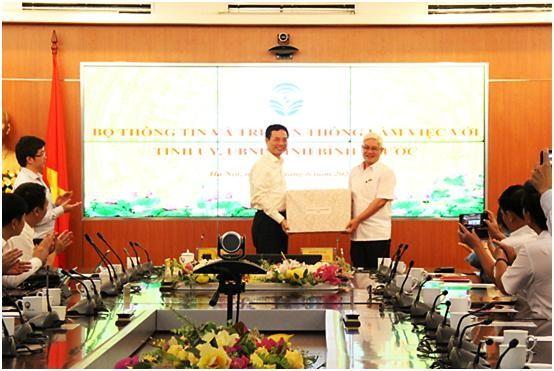 Bộ trưởng Bộ TT&TT khuyến nghị tỉnh Bình Phước sớm xây dựng chuyển đổi số ảnh 1