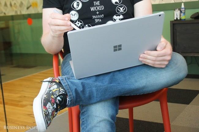 Microsoft ra mắt phiên bản Surface Book 2 với giá siêu đắt ảnh 12