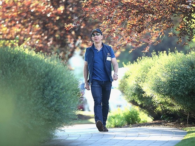 Một ngày của tỷ phú giàu nhất thế giới Jeff Bezos: không cần chuông báo thức và rửa bát sau bữa tối ảnh 8