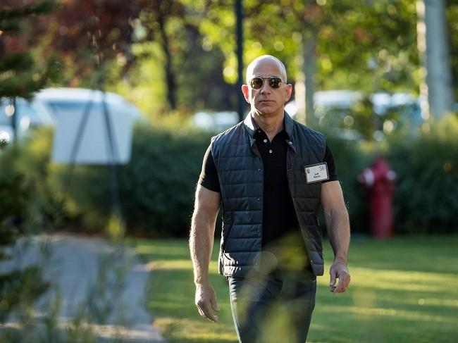Một ngày của tỷ phú giàu nhất thế giới Jeff Bezos: không cần chuông báo thức và rửa bát sau bữa tối ảnh 10