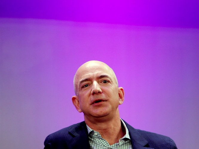 Một ngày của tỷ phú giàu nhất thế giới Jeff Bezos: không cần chuông báo thức và rửa bát sau bữa tối ảnh 13
