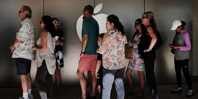 Cửa hàng của Apple phải đóng cửa vì khách đến thay pin quá đông ảnh 1