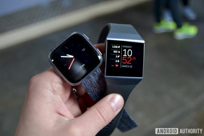 Trên tay Fitbit Versa: lịch lãm, sang trọng, giá 200 USD ảnh 1