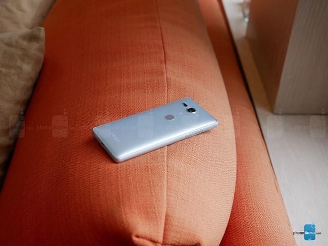 Đánh giá chi tiết Sony Xperia XZ2 Compact ảnh 3