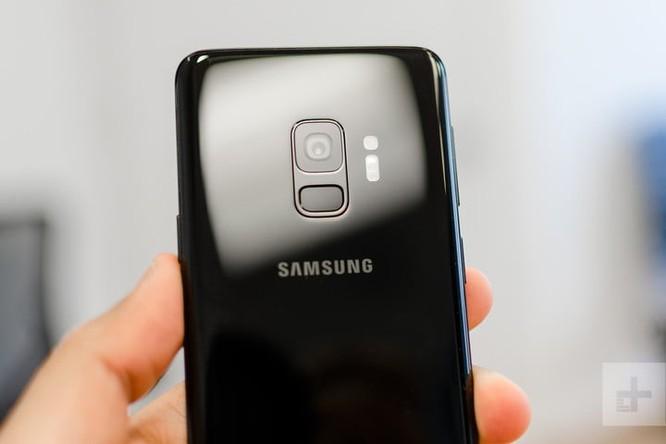 So sánh Moto Z3 và Samsung Galaxy S9: flagship nào đáng đồng tiền bát gạo hơn? ảnh 1