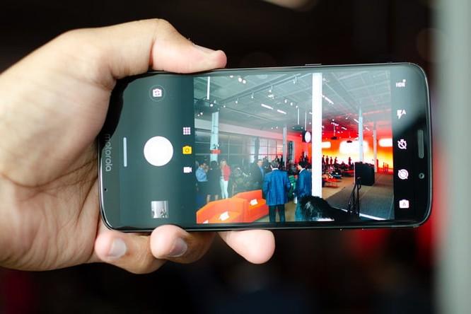 So sánh Moto Z3 và Samsung Galaxy S9: flagship nào đáng đồng tiền bát gạo hơn? ảnh 4