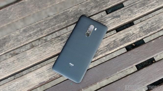 Pocophone F1 vs OnePlus 6: đâu mới là smartphone tầm trung tốt nhất hiện nay? ảnh 1