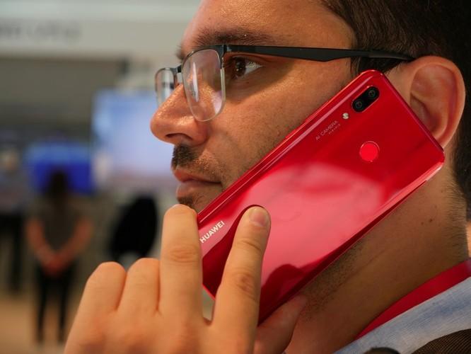 Trên tay nhanh Huawei Nova 3: Màu sắc rực rỡ, chất lượng tuyệt vời ảnh 3