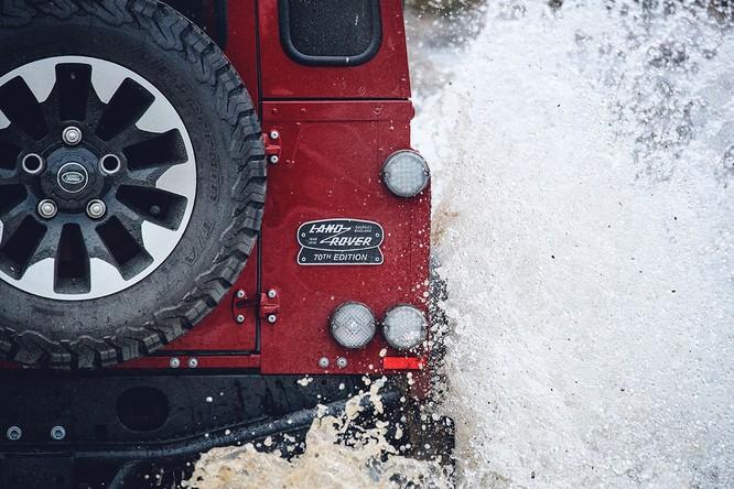 Kỷ niệm 70 năm, Land Rover ra mắt Defender Works V8 bản đặc biệt ảnh 4