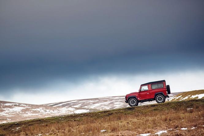 Kỷ niệm 70 năm, Land Rover ra mắt Defender Works V8 bản đặc biệt ảnh 5