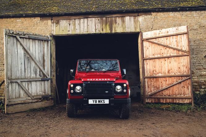 Kỷ niệm 70 năm, Land Rover ra mắt Defender Works V8 bản đặc biệt ảnh 10