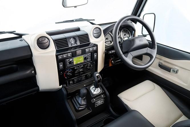 Kỷ niệm 70 năm, Land Rover ra mắt Defender Works V8 bản đặc biệt ảnh 3