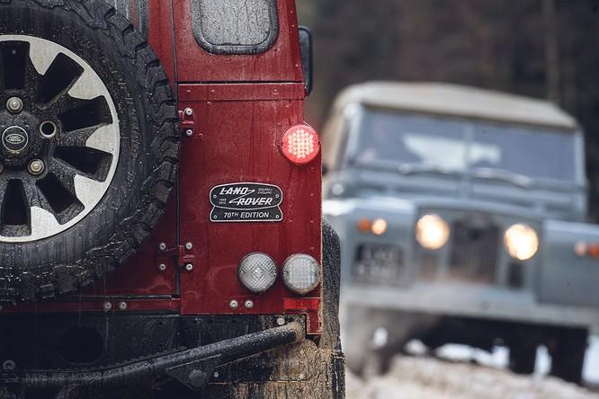 Kỷ niệm 70 năm, Land Rover ra mắt Defender Works V8 bản đặc biệt ảnh 1